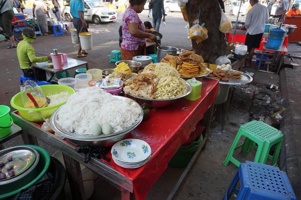 【ヤンゴン】ダウンタウンの地図を見ながら街歩き!屋台の食事も美味しいよ