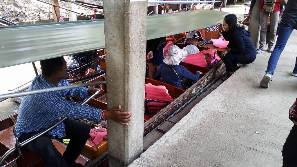 バンコクからアムパワー水上マーケットを目指すもダムヌンサドゥアックに着く